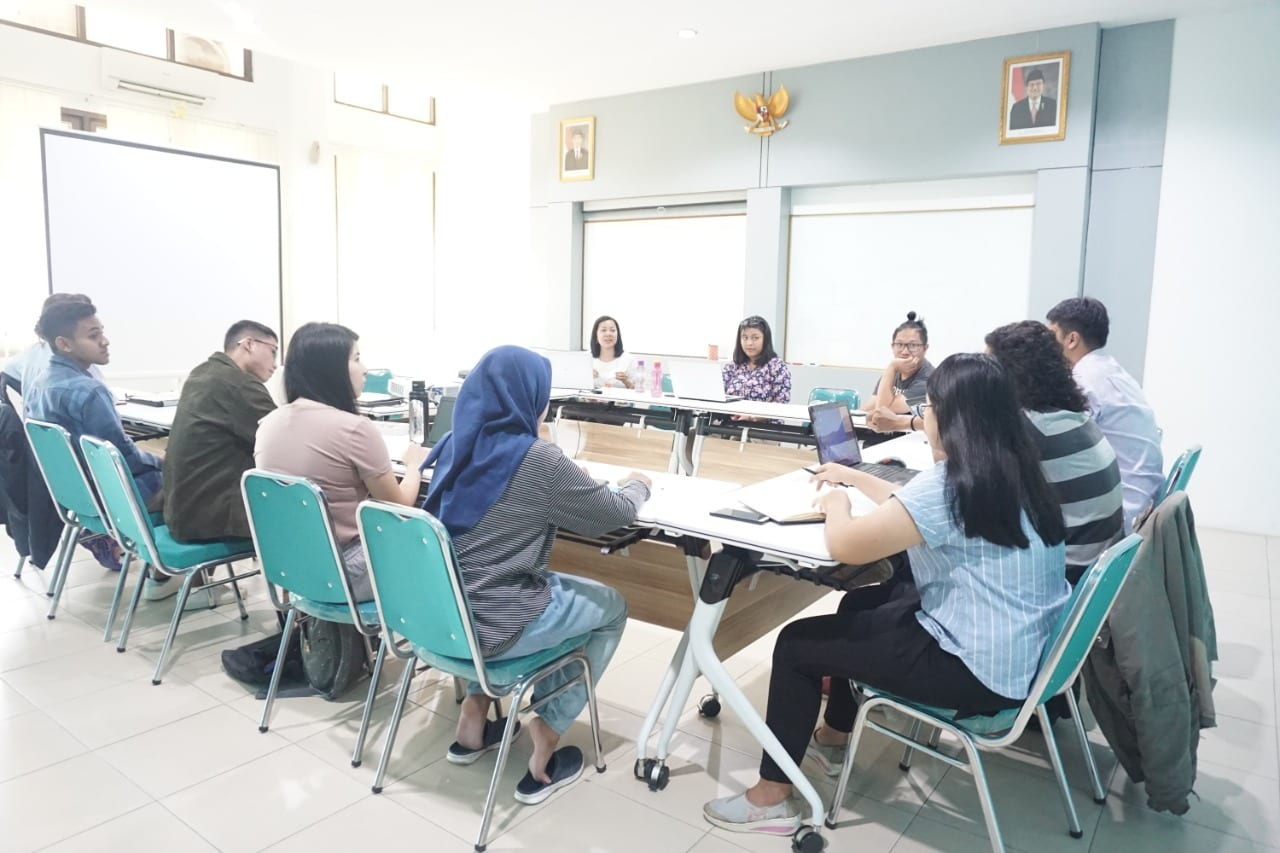CESASS Holds Academic Writing Class for Interns